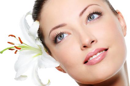Schönheit aus dem Garten: Kräuter-Kosmetik für Haut und Haare